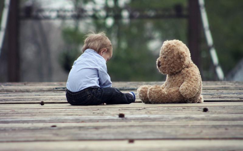Ранни признаци на аутизъм - кога да потърсим помощ?