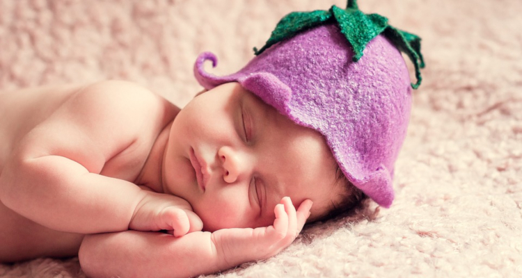 Грижи за бебето през първия месец