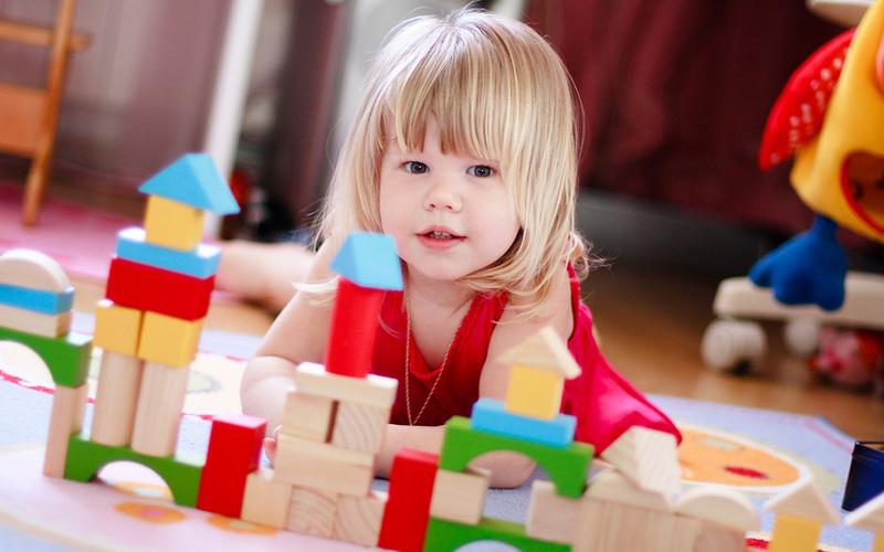 Защо е важно да играем с детето
