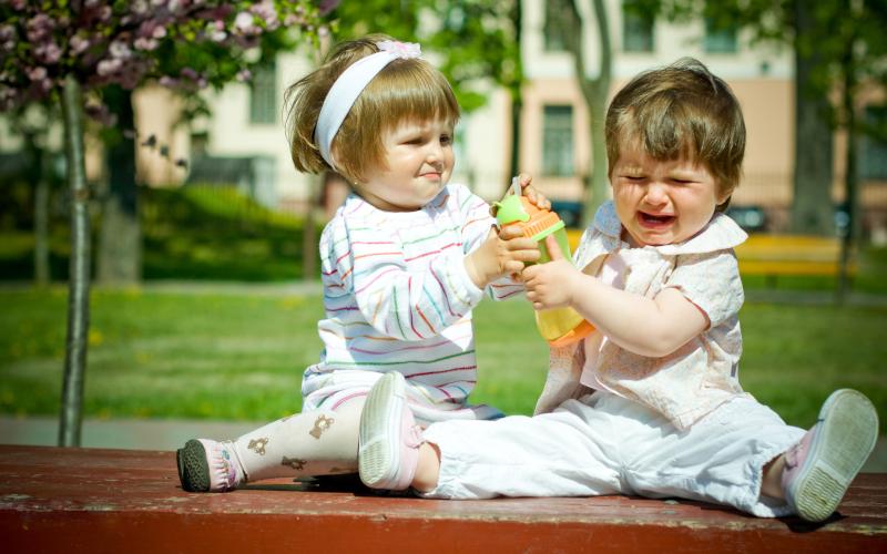 Детето ми удря другите деца