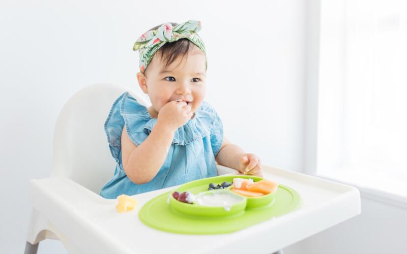 Какви храни да даваме на бебето да яде с ръка и кога да започнем