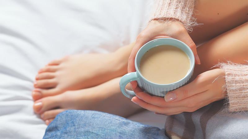 Мога ли да пия кафе докато кърмя?